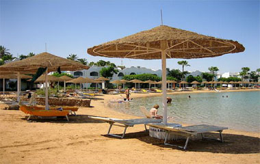 Пляж отеля Domina Hotel & Resort Aquamarine Beach 5*