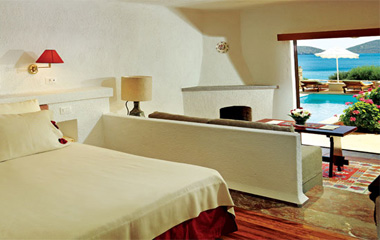 Bungalows with Private Pool отеля Elounda Mare 5*