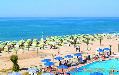 Пляж отеля Golden Beach Hotel 3*
